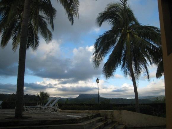Un amanecer en Baracoa desde el Hotel El Castillo. Foto:  Betsy Olivares