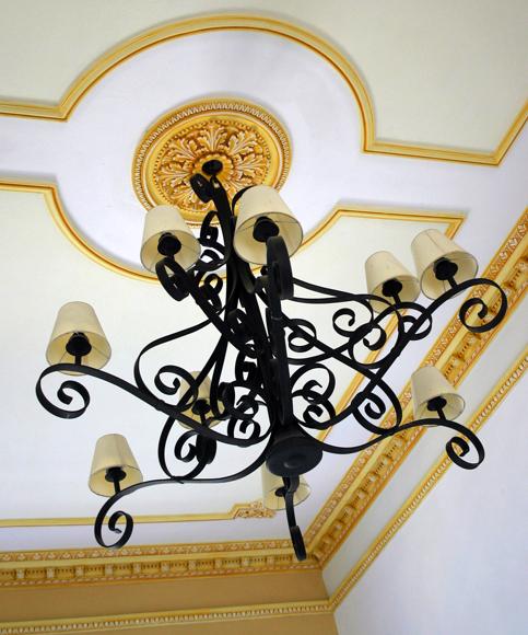 Lámpara del Hotel Plaza. La herrería es una de las tradiciones artísticas de Sancti Spíritus. Serie Una ciudad testigo del tiempo. Daylén Vega/Cubadebate
