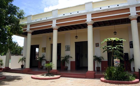 La Casa de la Guayabera. Serie Una ciudad testigo del tiempo. Foto Daylén Vega/Cubadebate