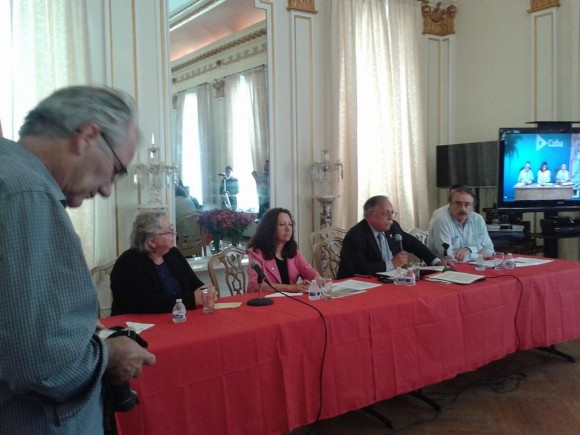 Panel en Washington con el abogado José Pertierra, el intelectual Ignacio Ramonet y
