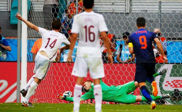 El momento del gol de Alonso.