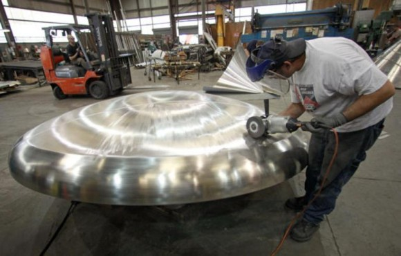 Acero inoxidable. Un metalúrgico británico lo descubrió prácticamente por accidente. Tras echar cromo al acero en un experimento, lo terminó desechando por considerarlo un fracaso, sin embargo pasado el tiempo se dio cuenta que ese acero no se había oxidado.
