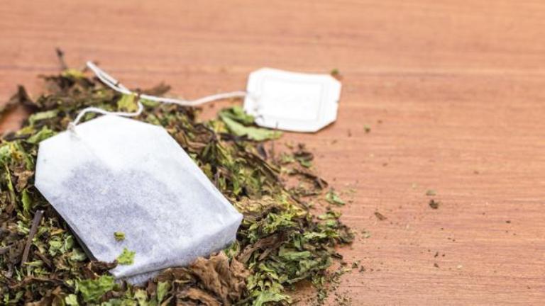 """Bolsitas de té. En 1908 un comerciante estadounidense empezó a mandar el té en pequeñas bolsas y así empezó a meterse la bolsita en el agua. Fue una compañía francesa, en plena Guerra, la que desarrolló el sistema y lo popularizó, llamándolas """"bombas de té""""."""