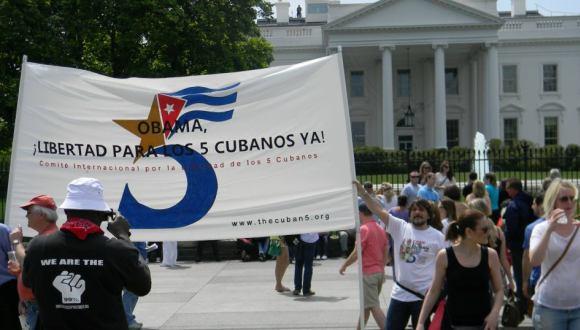 Marcha a favor de los Cinco frente a la Casa Blanca. FOTO: Archivo.