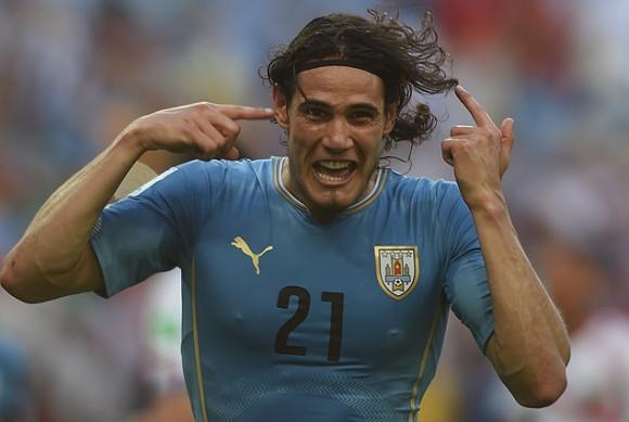 Cavani festeja el gol
