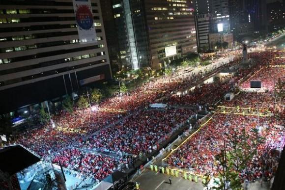 Seúl, Corea del Sur, 5 de la mañana. Todos pegados viendo a su selección vs Argelia