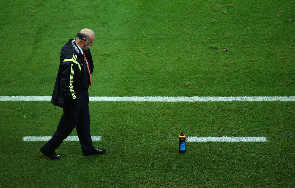 Un abatido Vicente del Bosque durante el primer partido de la selección española contra Holanda. Foto: El País.