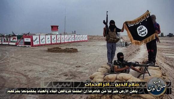 """Las banderas negras del EIIL se extienden por Iraq. En Le Monde le han llamado """"Yihadistán"""" y su extensión no deja de crecer. El martes cayó Mosul. Un día después Tikrit, la localidad natal de Sadam Hussein y de 260.000 habitantes. Distancia a Bagdad: 150 kilómetros. A esta hora de la tarde, se ha informado de enfrentamientos en las afueras de Samarra. Distancia de Bagdad: 125 kilómetros."""