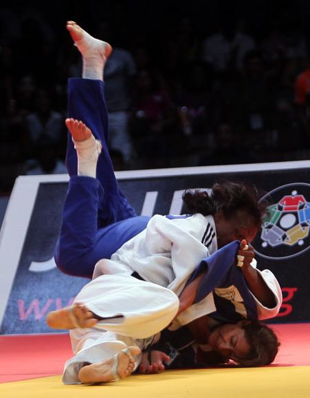 Maricet Espinosa de Cuba gano Bronce ante la Israeli Yarden Gerbi en Grand Prix de Judo de la Habana. Foto: Ismael Francisco/Cubadebate.