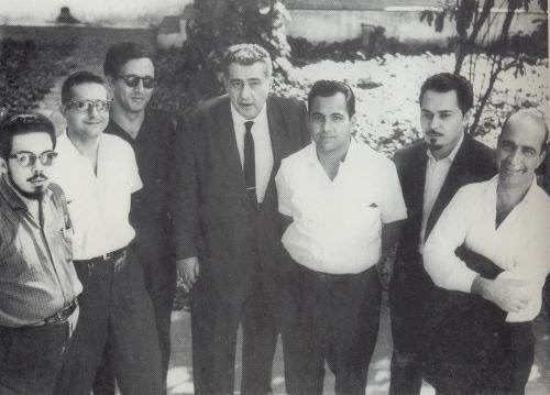 De izquierda a derecha, escritores cubanos de la generación de los cincuenta: Manuel Díaz Martínez, Roberto Branly, César López, Lezama Lima, Manuel Álvarez Bravo, Fayad Jamís y Onelio Jorge Cardoso.