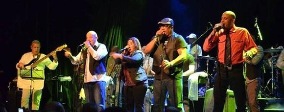 Exitoso concierto de los Van Van en Francia por 45 aniversario