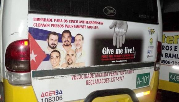ómnibus con mensaje de los cinco en la copa mundial de brasil