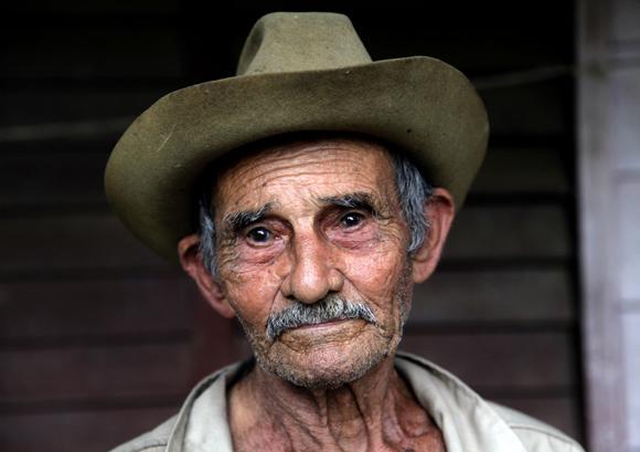 Agapito un hombre de 98 años.  Foto: Ismael Francisco/Cubadebate.