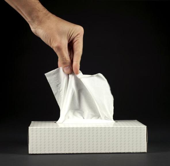 Pañuelos de papel. Tras la invención de las toallas sanitarias, la empresa que los desarrolló intentó sacarles más partido, ya que en un principio no triunfaron tanto como esperaban, así que decidieron usar el mismo material para hacer un pañuelo más suave que los que había hasta ese momento.