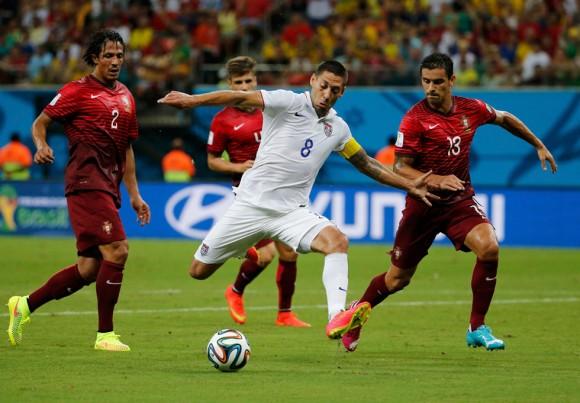 Dempsey, de EEUU, en el partido contra Portugal. Foto: Reuters