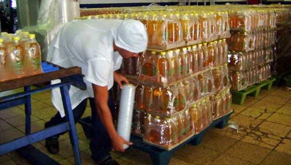 El detergente líquido es uno de los productos de Suchel más demandados por la población cubana.