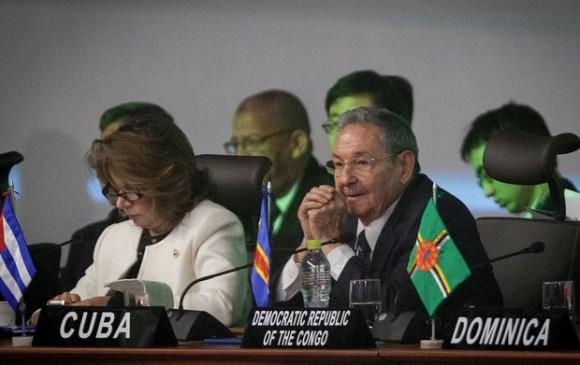 Raúl Castro en la Cumbre del Grupo de los 77, en Santa Cruz, Bolivia. Foto: Xinhua.
