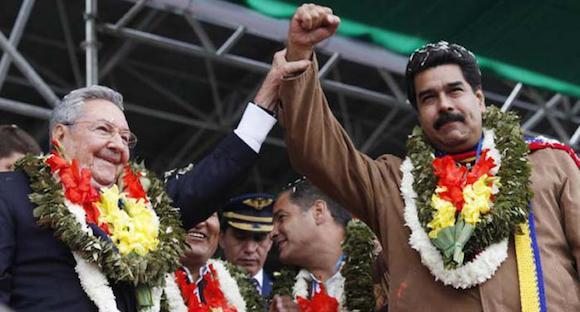 Raúl Castro y Nicolás Maduro en Bolvia. Foto: Prensa Presidencial Miraflores