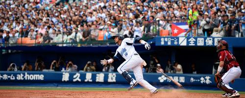 En su primer partido en la Liga de Japón Yulieski bateó para 750