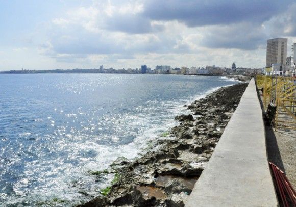 Aguas limpias, arrecifes sucios. Foto. Roberto Garaicoa Martínez. CUBADEBATE