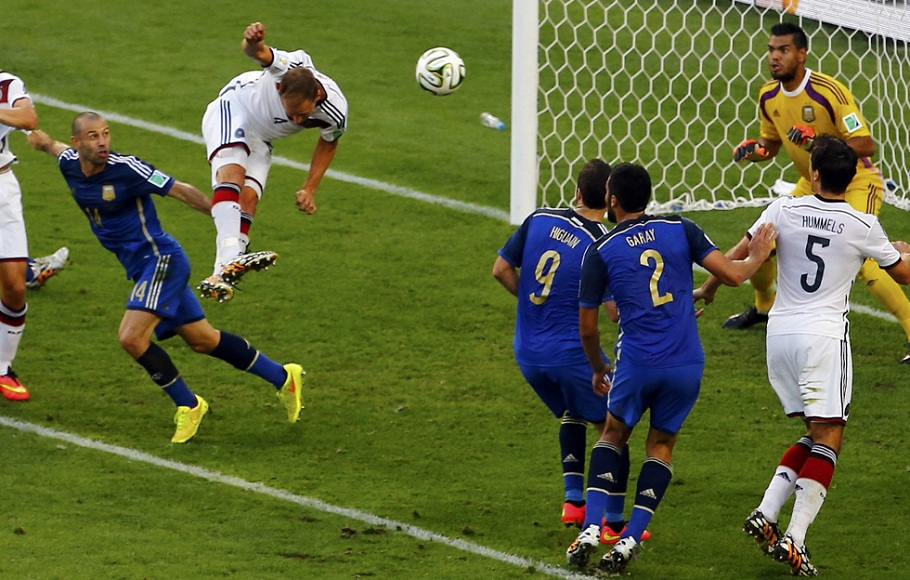 Germany's Benedikt Hoewede misses a chance to score during their 2014 World Cup final against Argentina at the Maracana stadium in Rio de Janeiro