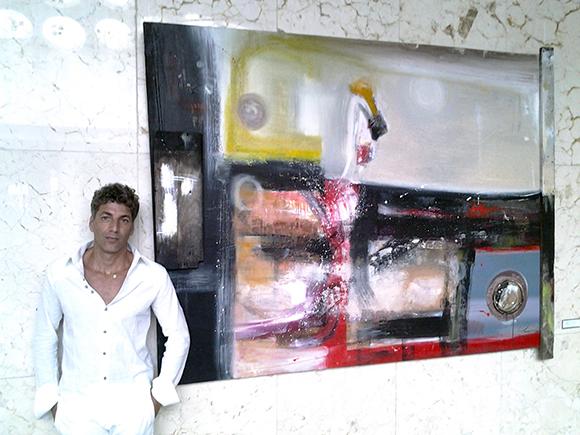 Armando Recamán y su obra preferida: homenaje a Raúl Martínez. Foto: EDU/Cubadebate