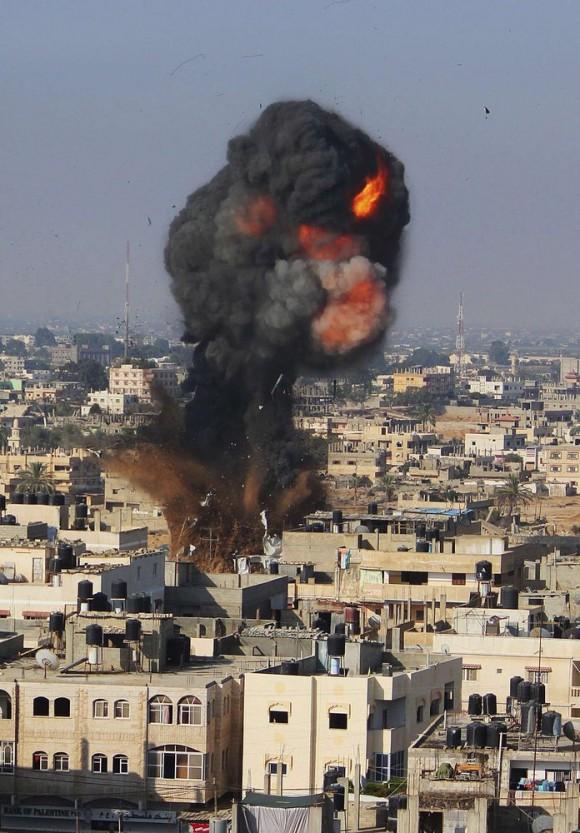 Ataque aéreo israelí en Rafah, al sur de la Franja de Gaza. Foto: Reuters