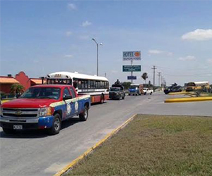 """La """"Caravana por la Paz"""" cruzó por el Puente Internacional Reynosa-Pharr. Foto: Verónica Cruz/Milenio"""