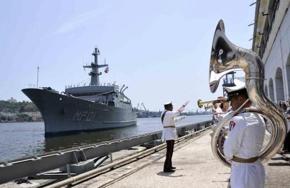 """Ceremonia de recibimiento al buque Multipropósito MP-01 """"Huasteco"""", de la Armada de los Estados Unidos Mexicanos, en La Habana, el 9 de julio de 2014. AIN FOTO/Marcelino VAZQUEZ HERNANDEZ/"""