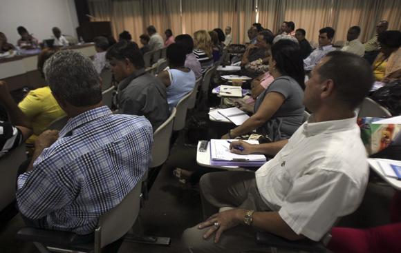 Comisión de Atención a los Servicios. Foto: Ladyrene Pérez/Cubadebate.