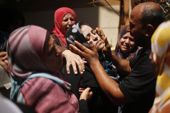 Dolor y lamentos en la zona Palestina tras los ataques israelíes. Reuters. Foto: Reuters