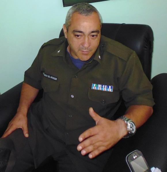El Mayor Osiel Castro Mart+¡nez,  subdirector docente de la Escuela Nacional de Bomberos se siente satisfecho de formar generaciones de bomberos a trav+®s de los a+¦os.