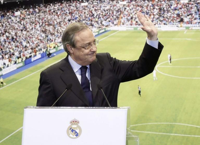 El presidente del Real Madrid, Florentino Pérez, durante la presentación del jugador colombiano James Rodríguez esta tarde en el palco de honor del estadio Santaigo Bernabéu, en Madrid. FOTO EFE.