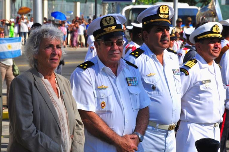 Excelentísima Señora Juliana Isabel Marino, embajadora de Argentina en Cuba y altos oficiales de la Marina de guerra Revolucionaria de Cuba.