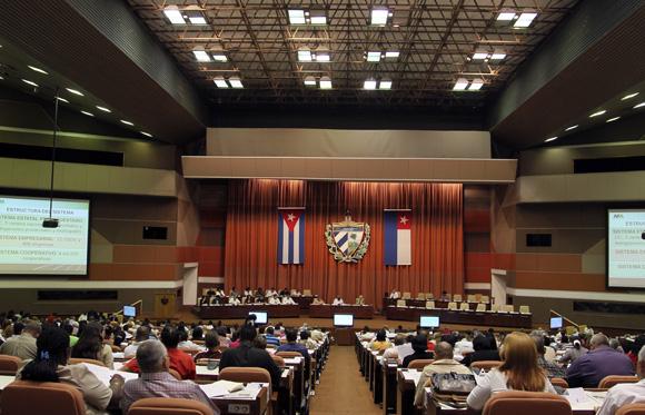 Contraloría General de Cuba rinde cuenta al Parlamento