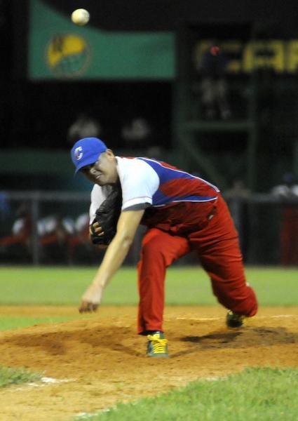 Julio Alfredo Martínez, Pitcher de la selección cubana, fue el ganador del  segundo juego del tope de béisbol contra Estados Unidos,  realizado en el estadio Capitán San Luís de la ciudad de Pinar del Río, el 25 de julio de 2014.AIN FOTO/Abel PADRÓN PADILLA