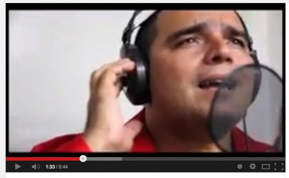 Médicos que atendieron a Chávez cantan Los amigos del amigo