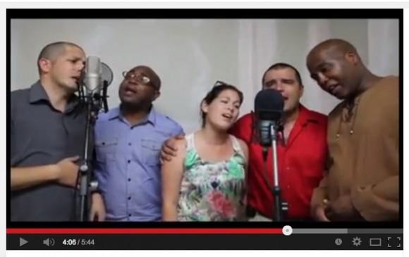 Médicos que atendieron a Chávez cantan Los amigos del amigo6
