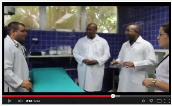 Médicos que atendieron a Chávez cantan Los amigos del amigo7