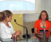 La periodista Magda Resik intercambia con la destacada actriz Verónica Lynn.