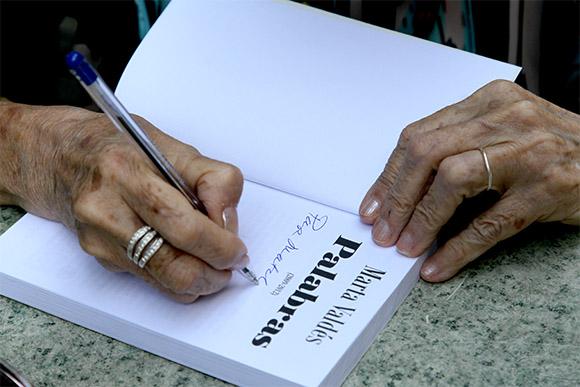 """Marta Valdés durante la presentación de su libro """"Palabras"""", con textos publicados originalmente en Cubadebate. Foto: Ismael Francisco/ Cubadebate"""