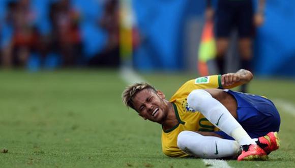 Neymar se lamenta durante partido contra México. Foto: AFP.
