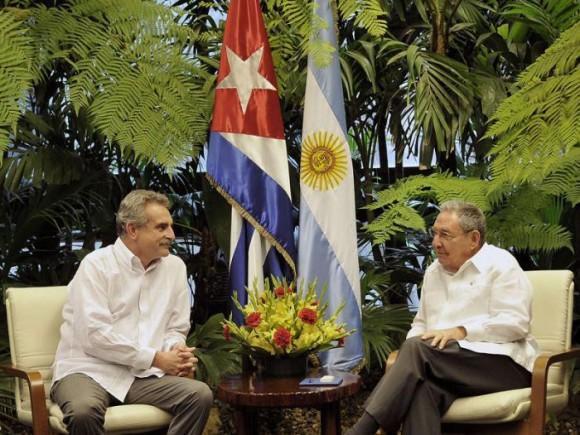 El Presidente cubano Raúl Castro Ruz y el Ministro de Defensa de Argentina, 3 de julio de 2014. Foto: Estudios Revolución