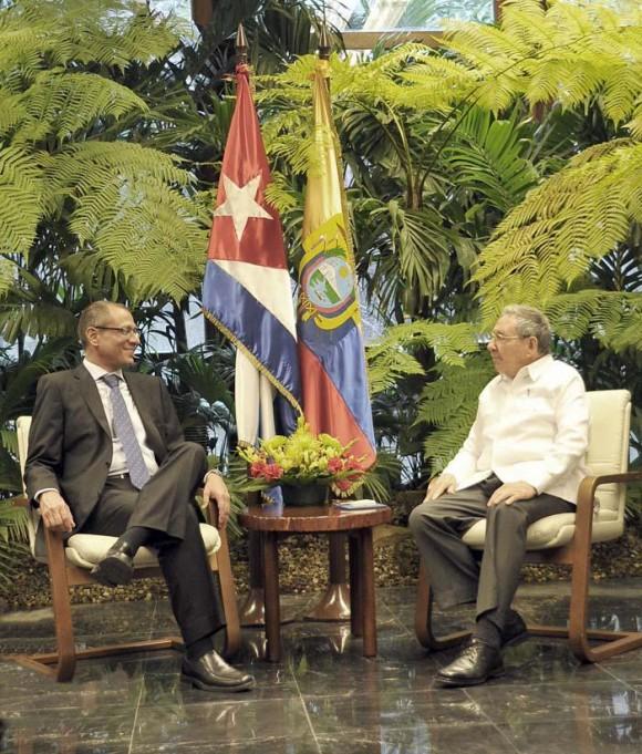 Recibió Raúl al Vicepresidente de Ecuador. Foto: Estudios Revolución.