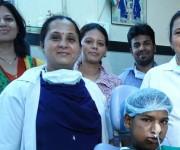 Sólo el equipo médico sonreía tras la operación.
