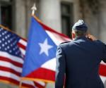 Las banderas de Puerto Rico y Estados Unidos.