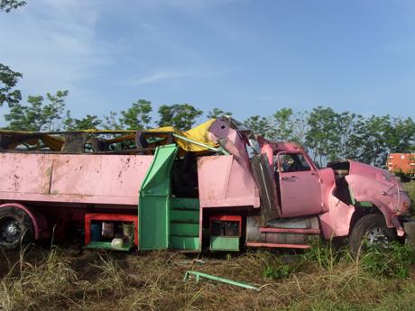 Un accidente de tránsito ocurrido a las dos de la madrugada de este sábado en el municipio cienfueguero de Aguada de Pasajeros provocó 54 lesionados, siete de ellos niños.