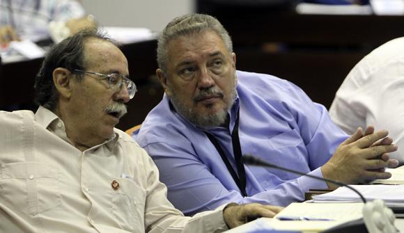 Agustín Lage y Fidel Castro Díaz-Balart durante los debates de la Comisión Educación, Cultura, Ciencia y Tecnología. Foto: Ladyrene Pérez/Cubadebate.