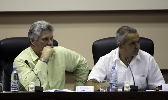 Miguel Díaz-Canel Bermúdez (izquierda) en la Comisión Educación, Cultura, Ciencia y Tecnología. Foto: Ismael Francisco/Cubadebate