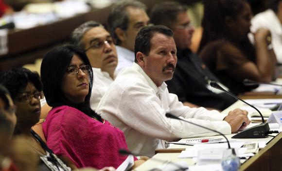 Con la presencia de Raúl Castro Ruz, presidente de los Consejos de Estado y de Ministros, sesiona este sábado en sesión plenaria la Asamblea Nacional del Poder Popular, correspondiente al Tercer Período de la VII Legislatura. Foto: Ladyrene Pérez/ Cubadebate